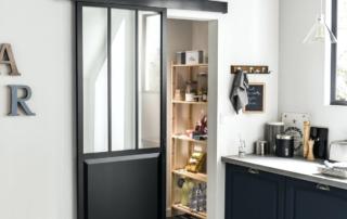 Porte salle de bain : bois ou aluminium ?
